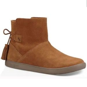 New Koolaburra by UGG Tan Suede Boots in size 10!